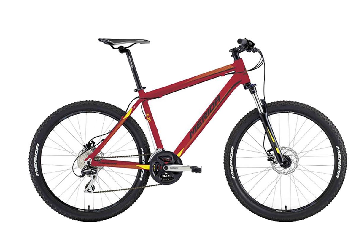 Велосипед Merida Matts 6. 20-D (2016) красно-желто-черный 20КОЛЕСА 26 (СТАНДАРТ)<br><br><br>бренд: MERIDA<br>год: 2016<br>рама: Алюминий (Alloy)<br>вилка: Амортизационная (пружина)<br>блокировка амортизатора: Да<br>диаметр колес: 26<br>тормоза: Дисковые гидравлические<br>уровень оборудования: Любительский<br>количество скоростей: 24<br>Цвет: красно-желто-черный<br>Размер: 20