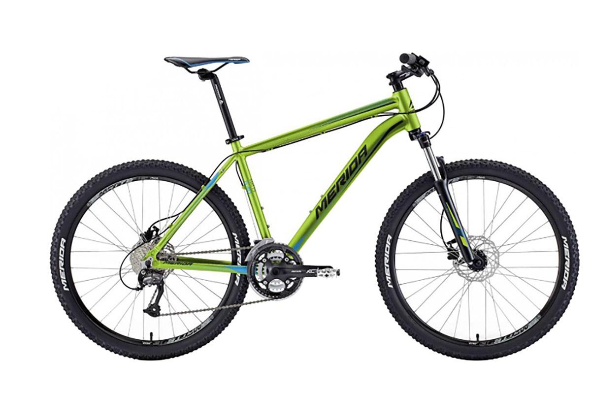 Велосипед Merida Matts 6. 40-D (2016) зелено-сине-черный 18КОЛЕСА 26 (СТАНДАРТ)<br><br><br>бренд: MERIDA<br>год: 2016<br>рама: Алюминий (Alloy)<br>вилка: Амортизационная (пружина)<br>блокировка амортизатора: Да<br>диаметр колес: 26<br>тормоза: Дисковые гидравлические<br>уровень оборудования: Любительский<br>количество скоростей: 27<br>Цвет: зелено-сине-черный<br>Размер: 18