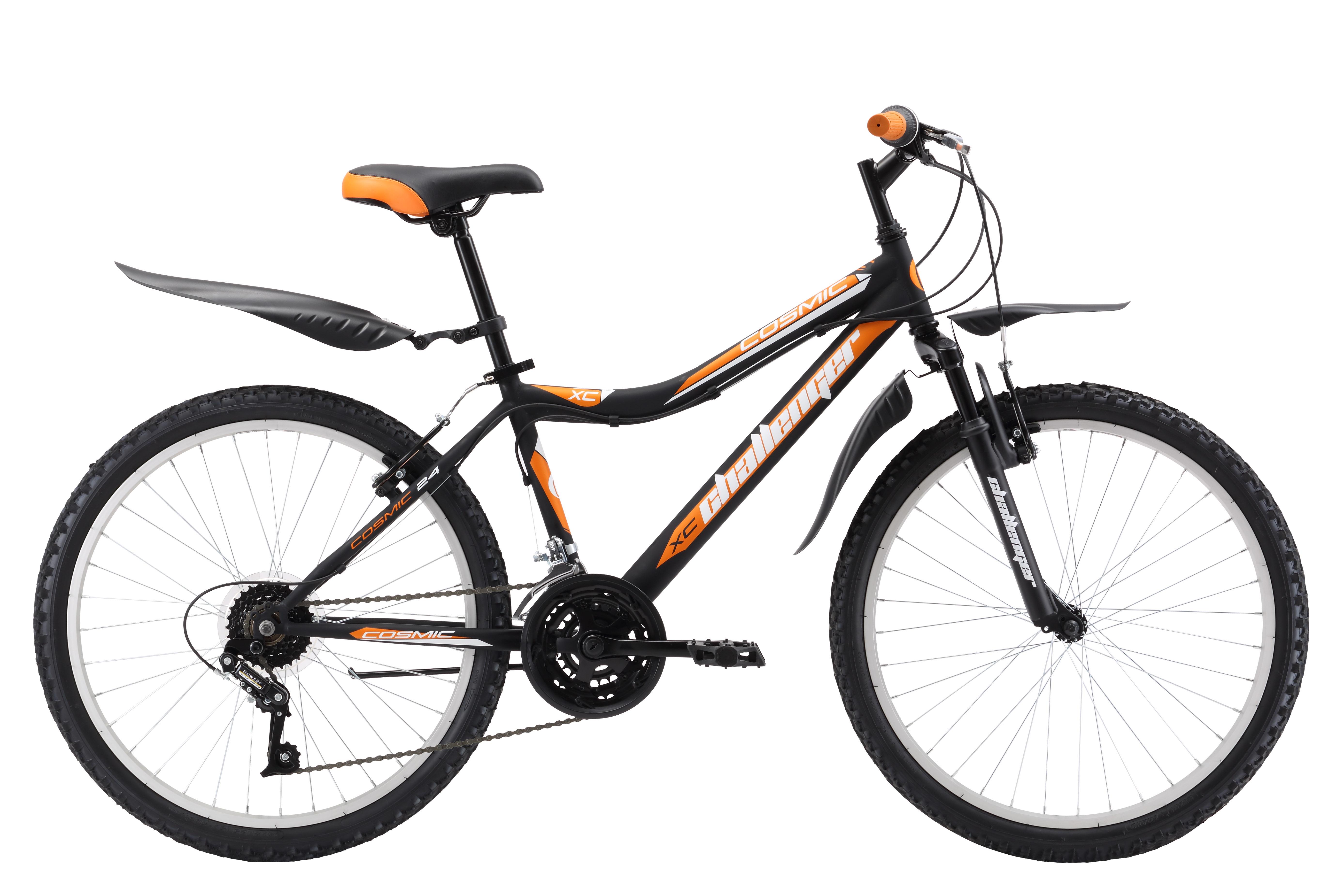 Велосипед Challenger Cosmic 24 (2017) черно-оранжевый 13ОТ 9 ДО 13 ЛЕТ (24-26 ДЮЙМОВ)<br>Подростковый велосипед Challenger Cosmic 24 , собранный на стальной раме, отлично подходит для катания на природе и в черте города. Размер велосипеда подходит юношам, имеющим рост 127-155 см. 24 дюймовые колёса оснащены усиленными ободами. Амортизационная вилка передней подвески хорошо гасит толчки от дорожного покрытия, тем самым снимая нагрузку с рук. Трансмиссия велосипеда имеет 18 скоростей. Ободные тормоза типа V-brake удобны и просты в обслуживании. Для комфортного использования, подростковый велосипед Challenger Cosmic 24 укомплектован подножкой и крыльями.<br><br>бренд: CHALLENGER<br>год: 2017<br>рама: Сталь (Hi-Ten)<br>вилка: Амортизационная (пружина)<br>блокировка амортизатора: None<br>диаметр колес: 24<br>тормоза: Ободные (V-brake)<br>уровень оборудования: Начальный<br>количество скоростей: 18<br>Цвет: черно-оранжевый<br>Размер: 13