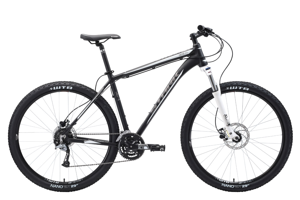 Велосипед Stark Tactic 29.5 HD (2018) чёрный/серый/белый 20КОЛЕСА 29 (НАЙНЕРЫ)<br>Горный велосипед Stark Tactic 29.5 HD #40;2018#41;- предназначен для туристического и прогулочного катания по любому дорожному покрытию. Велосипед собран на алюминиевой раме с коническим рулевым стаканом и оборудован гидравлическими дисковыми тормозами Tektro. 27 передач позволяют велосипедисту подбирать правильную нагрузку в различных условиях. Передняя мягкая вилка Suntour, с возможностью регулировки преднагрузки и масляным картриджем блокировки, имеет ход 100мм. Колёса собраны на двойных алюминиевых ободах, устойчивых к ударам. Хорошее сцепление с дорогой обеспечивают покрышки WTB, шириной более 2 дюймов. Переключение передач выполняется с помощью оборудования Shimano ACERA. Для управления передачами, на руле установлены курковые переключатели. Гидравлические дисковые тормоза отличаются отзывчивостью и эффективны на любой дороге. Велосипед оборудован удобным седлом. Широкие и надёжные крылья установлены в базовой комплектации велосипеда.<br><br>бренд: STARK<br>год: 2018<br>рама: Алюминий (Alloy)<br>вилка: Амортизационная (масло)<br>блокировка амортизатора: Да<br>диаметр колес: 29<br>тормоза: Дисковые гидравлические<br>уровень оборудования: Продвинутый<br>количество скоростей: 27<br>Цвет: чёрный/серый/белый<br>Размер: 20