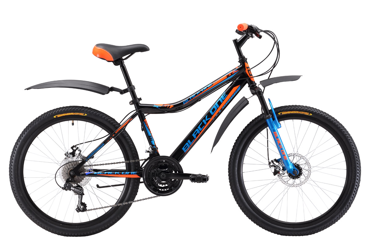 Велосипед Black One Ice 24 D (2017) черно-оранжевый 13ОТ 9 ДО 13 ЛЕТ (24-26 ДЮЙМОВ)<br>Подростковый горный велосипед Black One Ice 24 D отлично подходит для прогулок на природе, и предназначен для юношей ростом 127- 155 см. Данная модель оборудована надёжными дисковыми тормозами, которые не подведут в сложных погодных условиях. Передняя амортизационная вилка хорошо сглаживает неровности дороги. Велосипед оснащён 24-дюймовыми колёсами на двойных алюминиевых ободах. Модель 2017 года оборудована 21 скоростью и курковыми переключателями. В комплекте с велосипедом Black One Ice 24 D идут крылья и подножка.<br><br>бренд: BLACK ONE<br>год: 2017<br>рама: Сталь (Hi-Ten)<br>вилка: Амортизационная (пружина)<br>блокировка амортизатора: Нет<br>диаметр колес: 24<br>тормоза: Дисковые механические<br>уровень оборудования: Начальный<br>количество скоростей: 21<br>Цвет: черно-оранжевый<br>Размер: 13