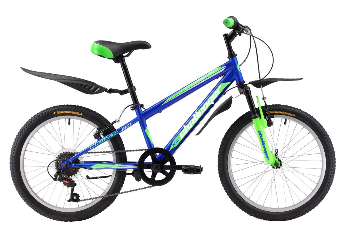 Велосипед Challenger Cosmic 20 (2017) сине-зеленый one sizeОТ 6 ДО 9 ЛЕТ (20 ДЮЙМОВ)<br>Велосипед Challenger Cosmic 20 предназначен для детей от 6 до 8 лет и ростом 115-127см. В основе конструкции лежит прочная стальная рама, дополненная передней амортизационной вилкой. Велосипед имеет два варианта дизайна, оптимальных для мальчиков. Велосипед оборудован 6 передачами, благодаря которым ребёнок выбирает удобный скоростной режим и оптимальную нагрузку. Ободные тормоза обеспечивают эффективное и безопасное торможение. Велосипед Challenger Cosmic 20 укомплектован удобными крыльями и подножкой.<br><br>бренд: CHALLENGER<br>год: 2017<br>рама: Сталь (Hi-Ten)<br>вилка: Амортизационная (пружина)<br>блокировка амортизатора: Нет<br>диаметр колес: 20<br>тормоза: Ободные (V-brake)<br>уровень оборудования: Начальный<br>количество скоростей: 6<br>Цвет: сине-зеленый<br>Размер: one size