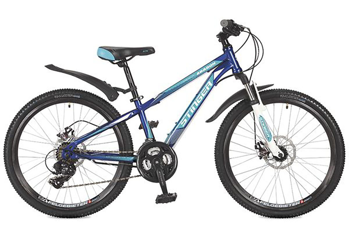 Велосипед Stinger Aragon 24 (2016) синий 14ОТ 9 ДО 13 ЛЕТ (24-26 ДЮЙМОВ)<br>Яркий подростковый велосипед Stinger Aragon 24, на стальной раме, отлично подходит для прогулок на природе. Велосипед оснащён дисковыми механическими тормозами, обеспечивающими быстрое и эффективное торможение даже в условиях плохой погоды. Трансмиссия велосипеда имеет 21 скорость, что позволяет точно подобрать оптимальную нагрузку. Велосипед Stinger Aragon, с колёсами 24 дюйма, отлично подходит подросткам 9 – 13 лет.<br><br>бренд: STINGER<br>год: 2017<br>рама: Сталь (Hi-Ten)<br>вилка: Амортизационная (пружина)<br>блокировка амортизатора: Нет<br>диаметр колес: 24<br>тормоза: Дисковые механические<br>уровень оборудования: Начальный<br>количество скоростей: 21<br>Цвет: синий<br>Размер: 14