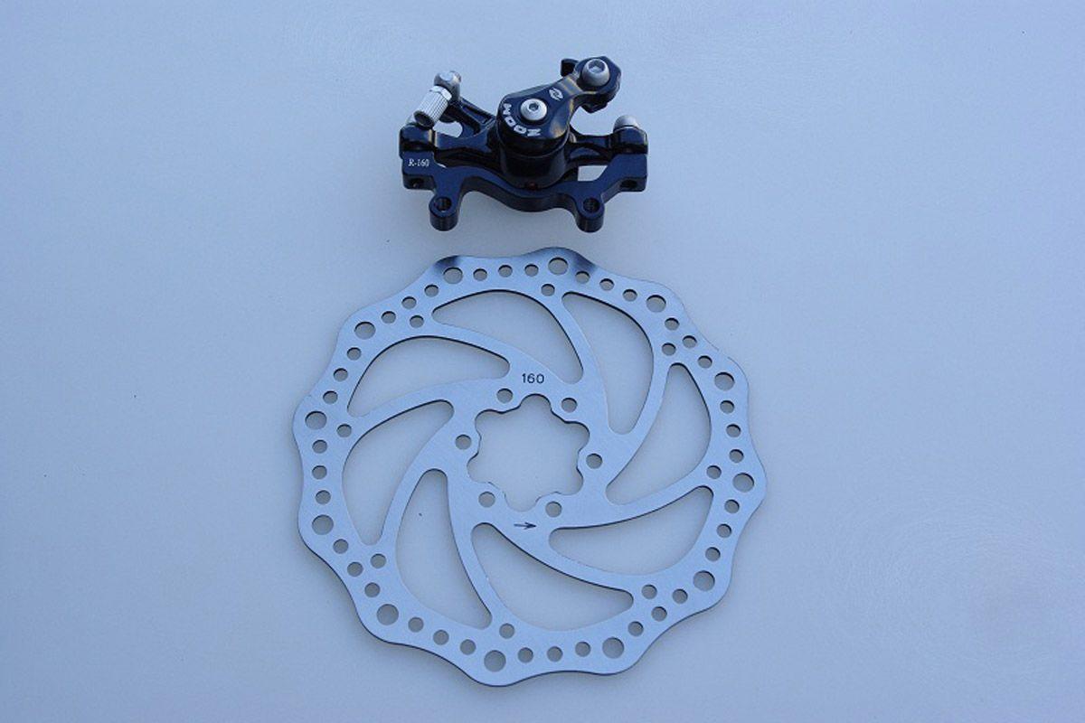 Тормоз дисковый механический задний DB-280R ZOOM DISC D-160B -ТОРМОЗА<br>Тормоз задний механический, ротор 160мм, болты и пружина в комплекте.<br><br>бренд: ZOOM<br>год: Всесезонный<br>рама: None<br>вилка: None<br>блокировка амортизатора: None<br>диаметр колес: None<br>тормоза: None<br>уровень оборудования: None<br>количество скоростей: None<br>Цвет: -<br>Размер: None