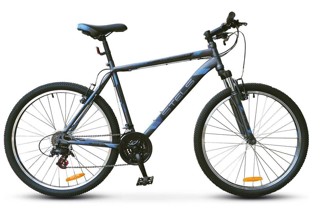Велосипед Stels Navigator 500 V 26 (2017) антрацитовый-синий 18КОЛЕСА 26 (СТАНДАРТ)<br>Магазин велосипедов quot;ВелоШопquot; предлагает модель Navigator 500 V 26quot; от российского бренда Stels. Это горная модель начального уровня, которая привлекает велосипедистов низкой ценой и хорошим техническим оснащением: quot; вилка с ходом 60 мм; quot; усиленные колеса с двойными ободьями; quot; классические ободные тормоза V-brake; quot; трансмиссия на 21 скорость. Велосипед имеет надежную раму из стали, хорошо слушается руля и отлично подходит для обучения и совершенствования навыков внедорожной езды. Благодаря хорошему разгону и высокой скорости он походит как для выездов на природу, так и для городских прогулок. Чтобы купить байк с доставкой в ваш город, оформите онлайн-заказ в магазине quot;ВелоШопquot;.<br><br>бренд: STELS<br>год: 2017<br>рама: Сталь (Hi-Ten)<br>вилка: Амортизационная (пружина)<br>блокировка амортизатора: Нет<br>диаметр колес: 26<br>тормоза: Ободные (V-brake)<br>уровень оборудования: Начальный<br>количество скоростей: 21<br>Цвет: антрацитовый-синий<br>Размер: 18