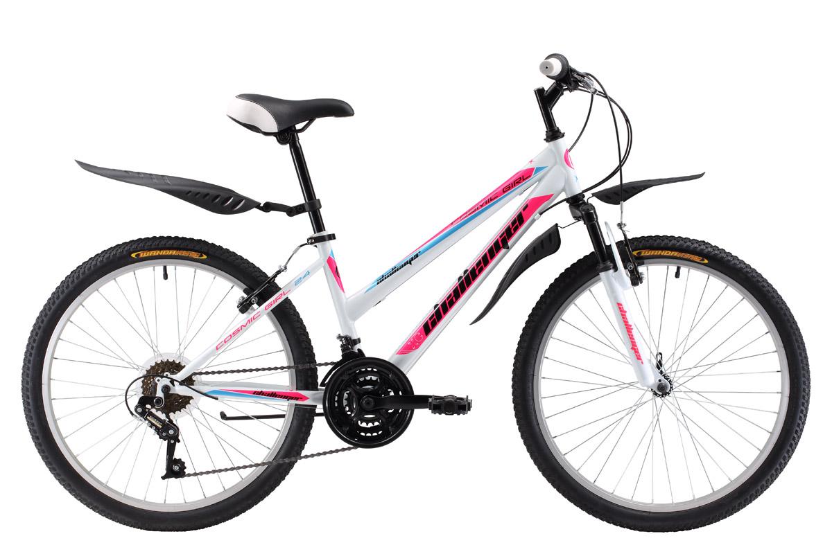Велосипед Challenger Cosmic Girl 24 (2017) бело-розовый 13ОТ 9 ДО 13 ЛЕТ (24-26 ДЮЙМОВ)<br>Подростковый велосипед для девочек Challenger Cosmic Girl 24 отличается заниженной верхней трубой стальной рамы и дизайном, разработанным специально для девочек. 24 дюймовые колёса на усиленных ободах устойчивы к деформациям. Трансмиссия велосипеда имеет 18 скоростей, благодаря которым ребёнок выбирает удобный скоростной режим и оптимальную нагрузку. Велосипед оснащен ободными тормозами. Для комфортного пользования детьми велосипед Challenger Cosmic Girl 24 укомплектован пластиковыми крыльями и подножкой. Велосипед рассчитан на детей ростом 127-155см.<br><br>бренд: CHALLENGER<br>год: 2017<br>рама: Сталь (Hi-Ten)<br>вилка: Амортизационная (пружина)<br>блокировка амортизатора: Нет<br>диаметр колес: 24<br>тормоза: Ободные (V-brake)<br>уровень оборудования: Начальный<br>количество скоростей: 18<br>Цвет: бело-розовый<br>Размер: 13