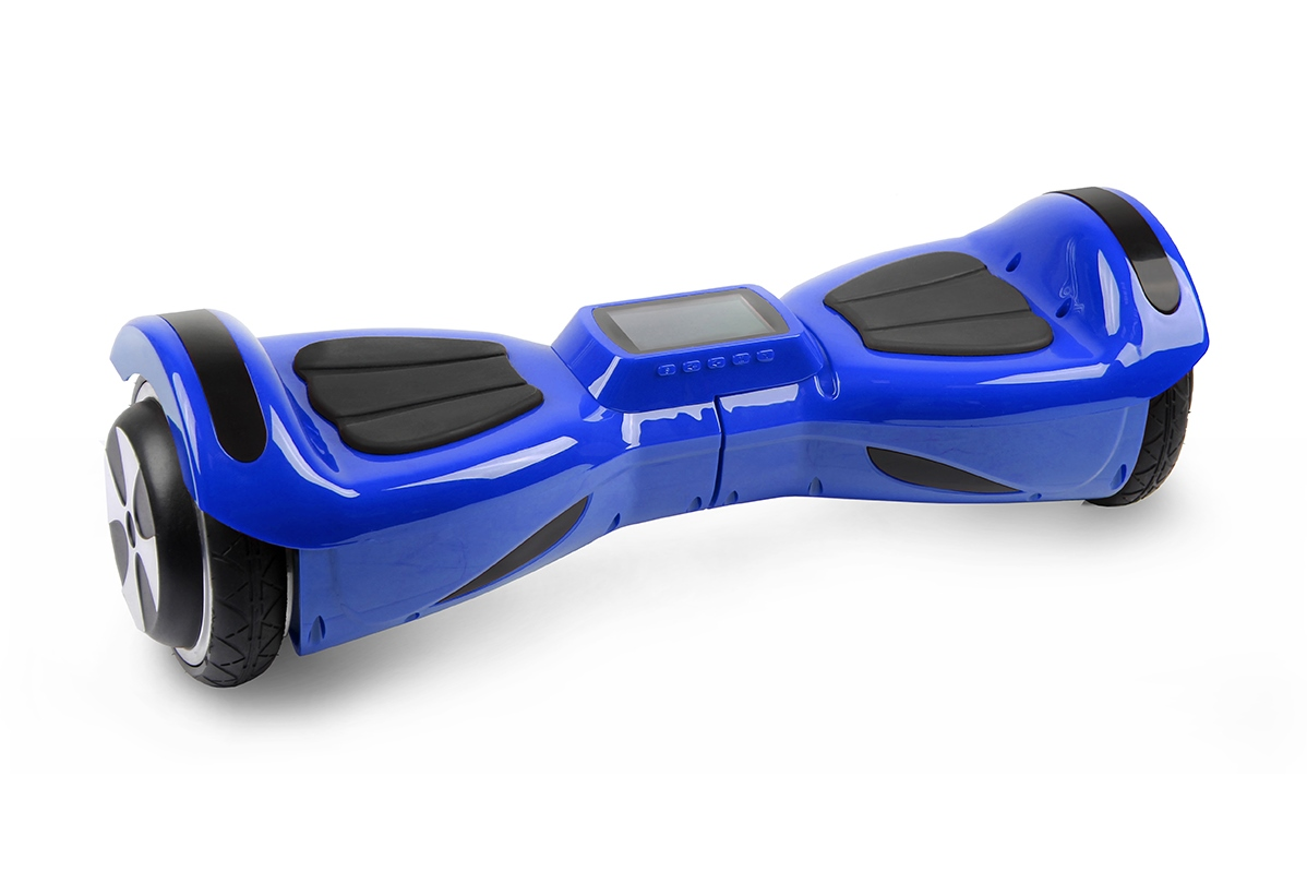 Гироскутер Hoverbot К-3 темно-синийГИРОСКУТЕРЫ<br>Hoverbot K-3 точно понравится ребенку! Облегченный корпус и компактность позволит носить его с собой. Небольшой диаметр колес отлично подойдет для катания по ровному асфальту. Научиться кататься на нем очень легко! Нескользящие педали - обязательная деталь каждого гироскутера – для безопасности ребенка. С помощью Bluetooth можно подключить любимую музыку, аудиокнигу или радио с вашего гаджета. Главное отличие этой модели – наличие слота для MicroSD и дисплея для воспроизведения видео! Наслаждайтесь прогулкой, катайтесь и смотрите мультики. Сделайте ребенку незабываемый подарок!<br><br>бренд: HOVERBOT<br>год: 2018<br>рама: None<br>вилка: None<br>блокировка амортизатора: None<br>диаметр колес: 4,5<br>тормоза: None<br>уровень оборудования: None<br>количество скоростей: None<br>Цвет: темно-синий<br>Размер: None